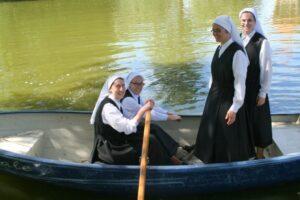novices sur une barque