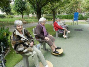 personnes âgées dans le physioparc