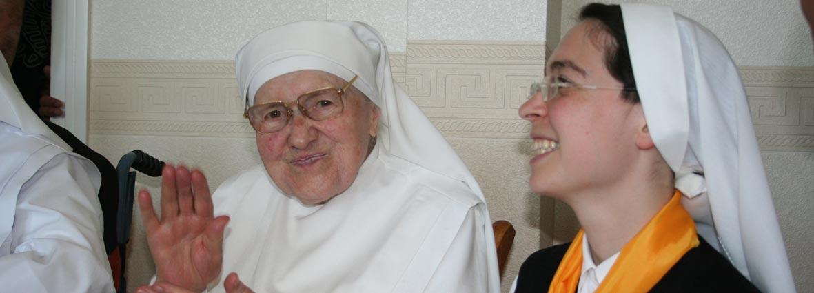 novices et petite soeur âgée