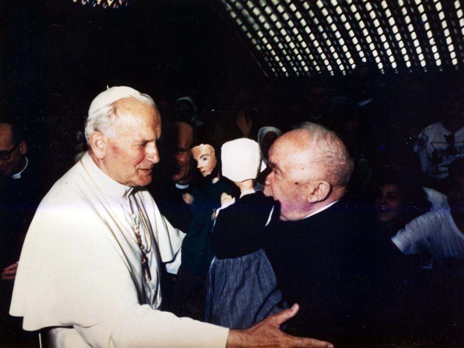 Père Brandicourt avec Jean-Paul II