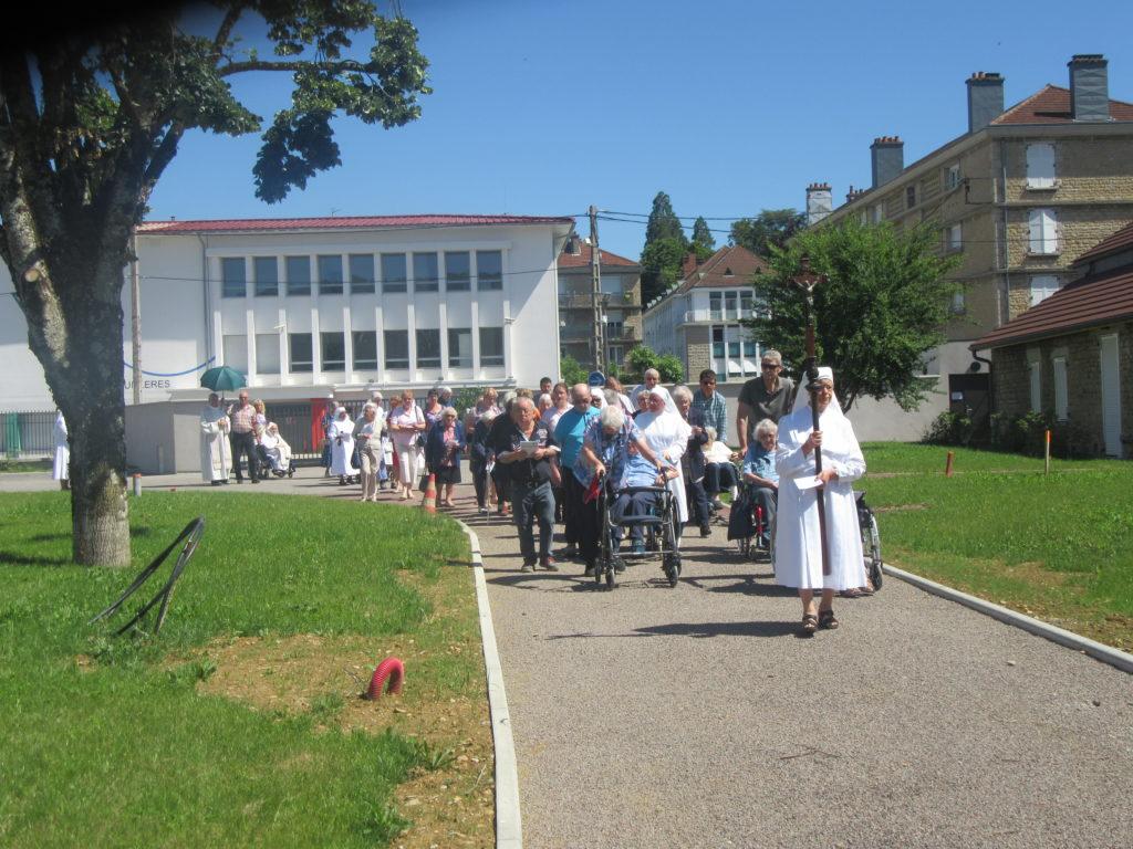 Lons Procession St Sacrement