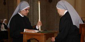 Petite soeur faisant ses premiers voeux religieux